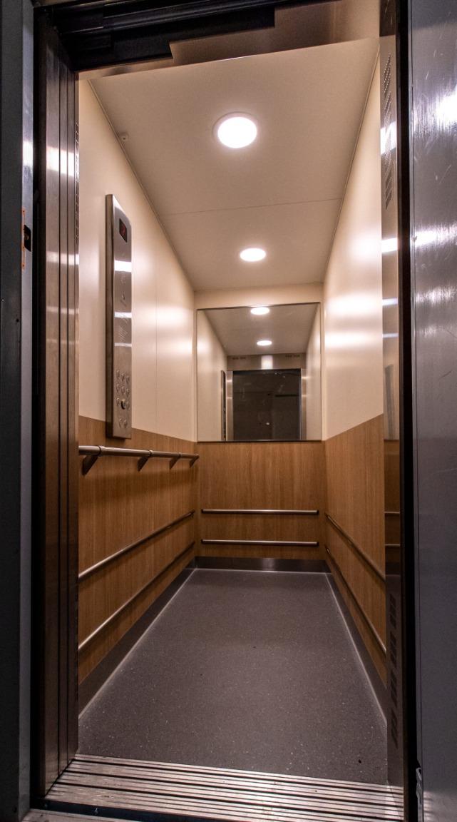 Modernisering av hissar i Stockholm
